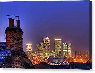 Canary Wharf Canvas Print by Andy Linden