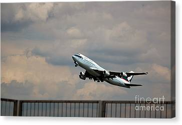 Cathay Pacific B-747-400 Canvas Print by Rene Triay Photography