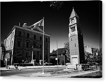 Cenotaph Clock Tower And Old Court House On Queen Street Niagara-on-the-lake Ontario Canada Canvas Print