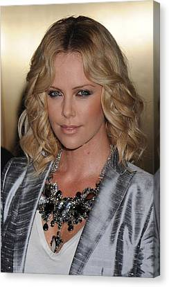 Charlize Theron At Arrivals For Conde Canvas Print by Everett