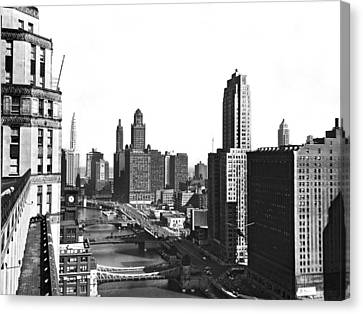 Chicago River In Chicago Canvas Print by Underwood Archives