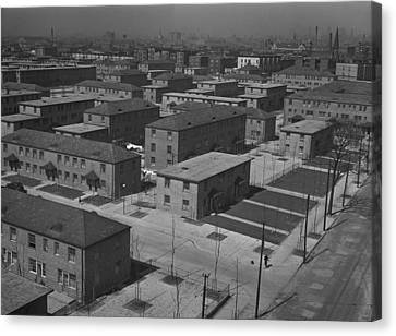 Chicagos Ida B. Wells Housing Project Canvas Print by Everett