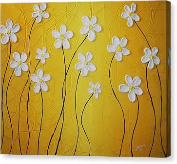Cinco Petalos Tenia La Margarita Canvas Print by Edwin Alverio