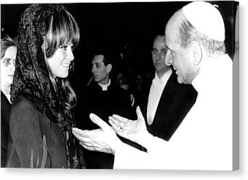 Claudia Cardinale Meets Pope Paul Vi Canvas Print by Everett
