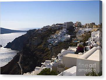 Canvas Print featuring the photograph Cliff Side by Leslie Leda