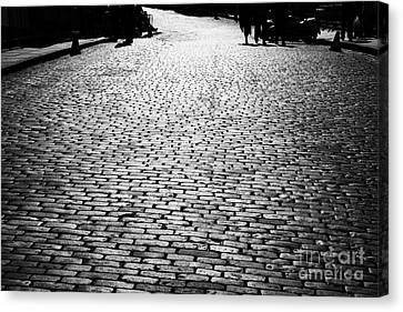 Cobblestoned Street On The Royal Mile Edinburgh Scotland Uk United Kingdom Canvas Print by Joe Fox