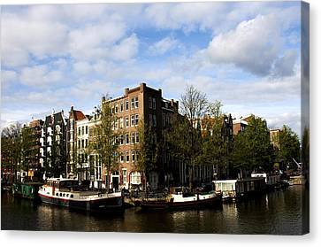 Corner Of Prinsengracht And Brouwersgracht Canvas Print by Fabrizio Troiani