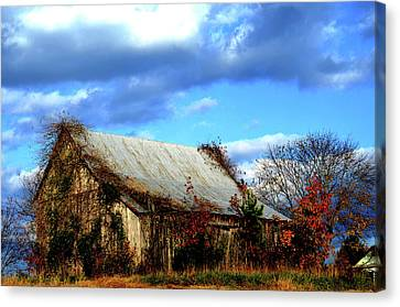 Country Barn Canvas Print