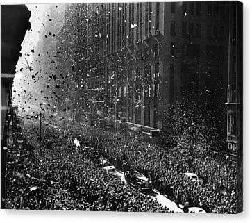 Crowds On Seventh Avenue In New York Canvas Print by Everett