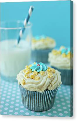 Cup Cake With Stars Topping Canvas Print by Uccia_photography