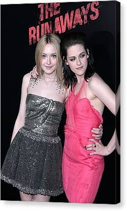 Dakota Fanning, Kristen Stewart Canvas Print by Everett