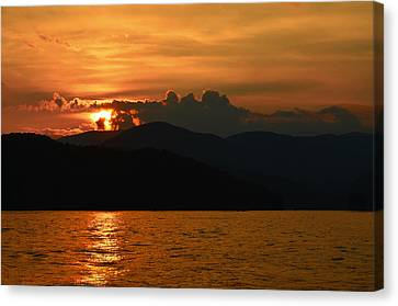 Day Ends In Orange Canvas Print by Susan Leggett