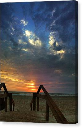 Canvas Print featuring the photograph Daybreak At The Beach by Rod Seel