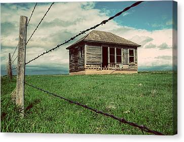 Derelict House On The Plains Canvas Print by Thomas Zimmerman