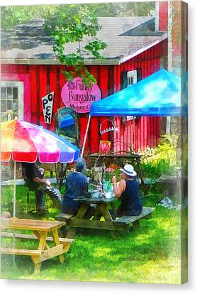 Dining Al Fresco Canvas Print by Susan Savad