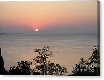 Easter Sunrise In Yorktown Canvas Print by Marilyn West