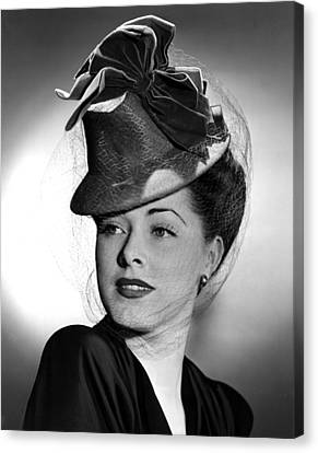 Eleanor Parker Wearing A Tall Crowned Canvas Print by Everett