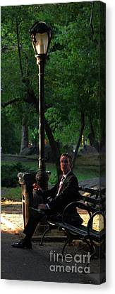 Enjoying The Moment In Central Park II Canvas Print by Lee Dos Santos
