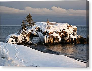 Evening At Hollow Rock Canvas Print by Tingy Wende
