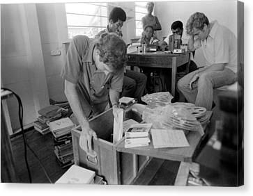 Fbi Agents In Jonestown, Going Canvas Print by Everett