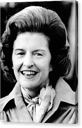 First Lady Betty Ford Talks To Newsmen Canvas Print by Everett