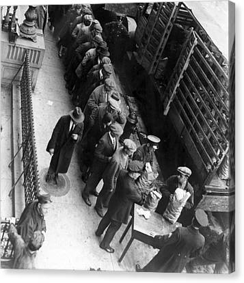 Food Handouts In New York In 1930 Canvas Print by Everett