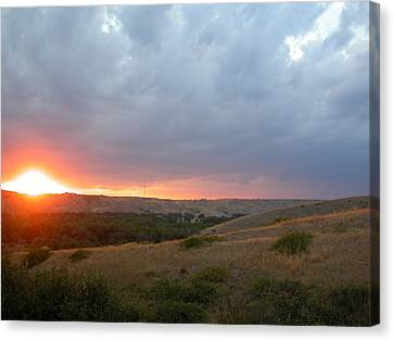 Foothills Sunset Canvas Print by Stuart Turnbull