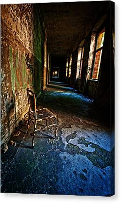 Forgotten Seat. Canvas Print by Nathan Wright