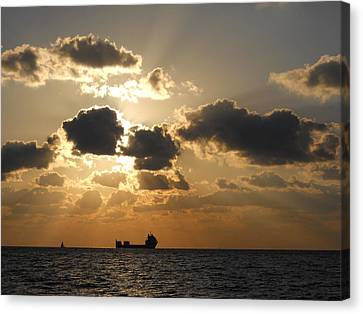 Canvas Print featuring the photograph Fort Lauderdale Sunrise by Clara Sue Beym