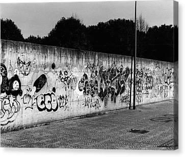 Graffiti In Rome Canvas Print by Luca Rosa