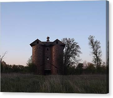 Canvas Print featuring the photograph Grand Old Silo by Gerald Strine