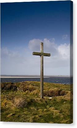 Grave Site Marked By A Cross On A Hill Canvas Print by John Short