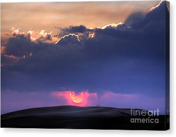 Great Sand Dunes Sunset With Lovers Walking Canvas Print