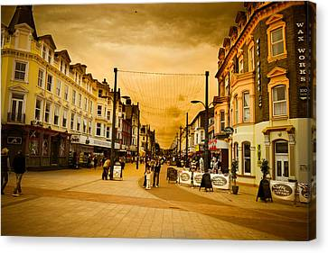 Great Yarmouth Canvas Print by Ruth MacLeod