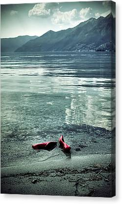 Green And Red Canvas Print by Joana Kruse