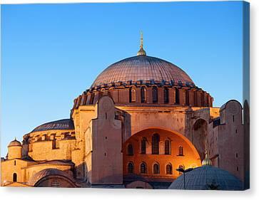 Hagia Sophia In Istanbul Canvas Print by Artur Bogacki