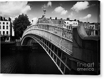 Halfpenny Bridge Canvas Print - Halfpenny Hapenny Bridge Over The River Liffey In The Centre Of Dublin Eire Ireland by Joe Fox