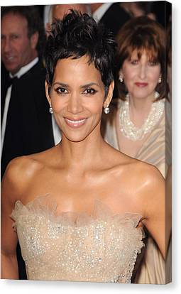 Halle Berry At Arrivals For The 83rd Canvas Print by Everett