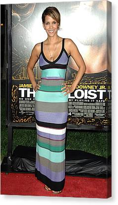 Halle Berry At Arrivals For The Soloist Canvas Print by Everett