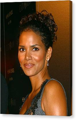 Halle Berry At The Henri Bendel Canvas Print by Everett
