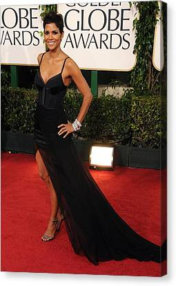 Halle Berry  Wearing A Nina Ricci Gown Canvas Print by Everett