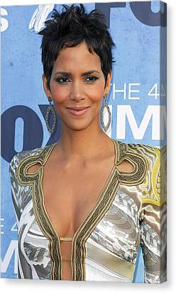 Halle Berry Wearing An Emilio Pucci Canvas Print by Everett