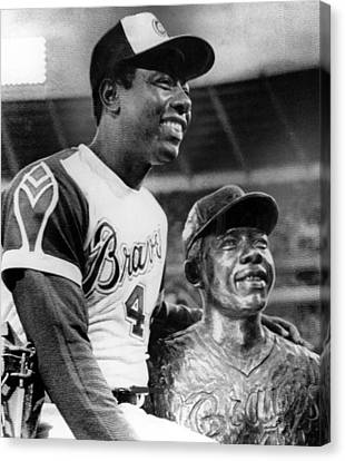 Hank Aaron Poses With Bust Of Himself Canvas Print by Everett