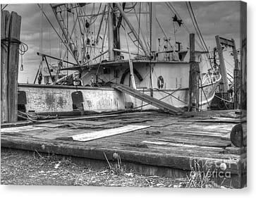 Hd Old Fishing Boat Needs Tlc Canvas Print