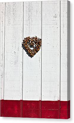 Heart Wreath On Wood Wall Canvas Print by Garry Gay