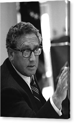 Henry Kissinger In A Meeting Following Canvas Print