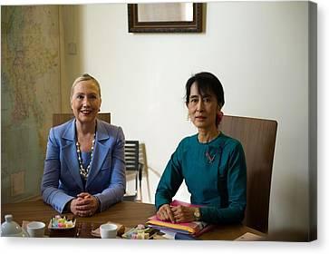 Hillary Clinton Visited Daw Aung San Canvas Print by Everett