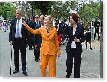 Hillary Clinton Waves To The Crowd Canvas Print
