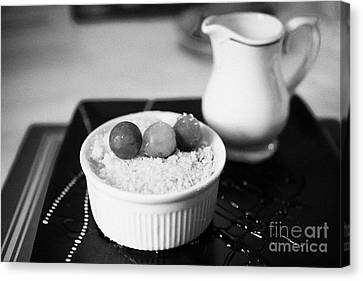 Home Made Apple Crumble Dessert With Grapes Served In A Gastro Pub Scotland Uk Canvas Print by Joe Fox