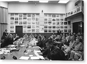 Honolulu Conference On The Vietnam War Canvas Print by Everett